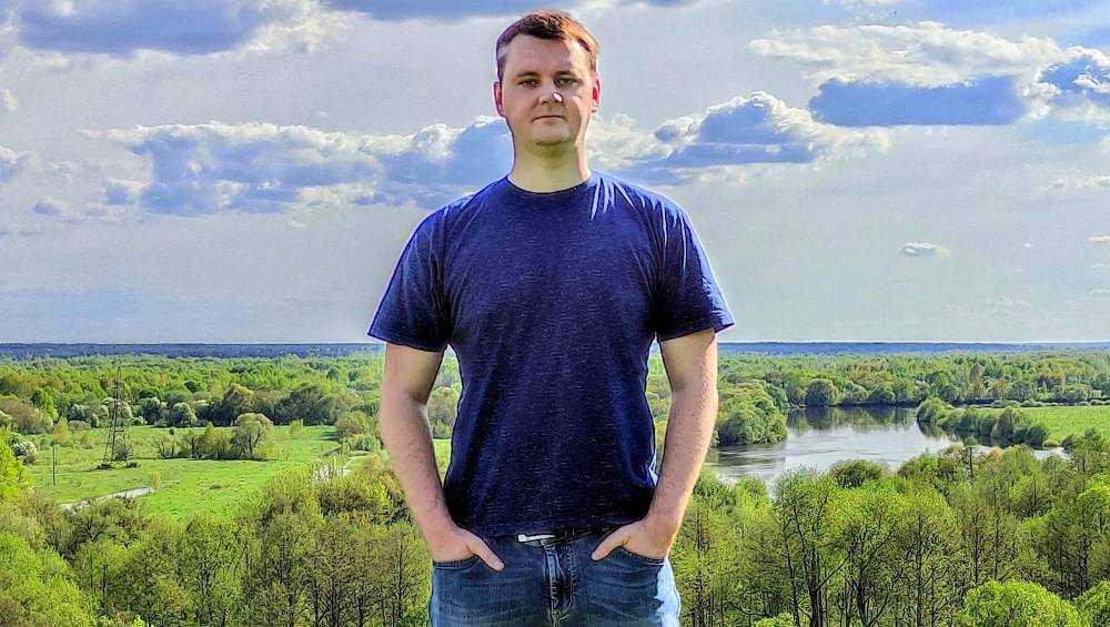 Житель Брянска Артём Малашенко написал песню в честь влюбленных сердец