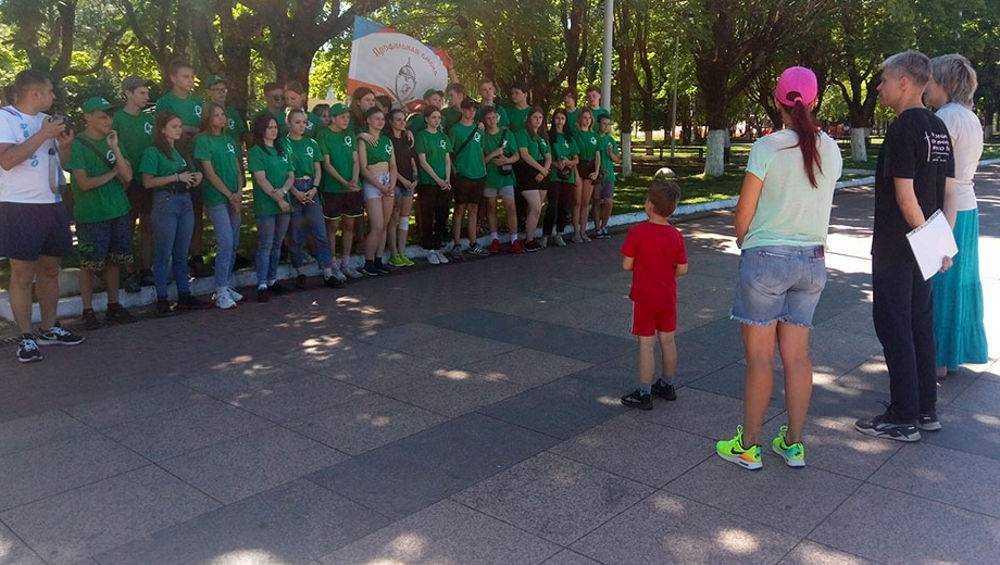 Брянские школьники поучаствовали в рукопашных схватках и боях на мечах