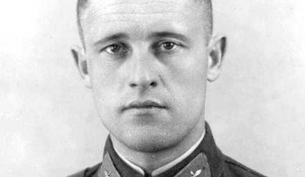 4 июля исполнилось 105 лет со дня рождения брянского летчика Анатолия Морозова