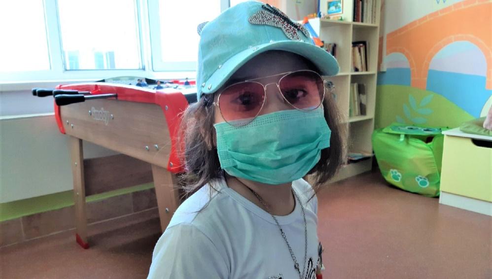Жители Брянской области купили домашний облучатель для онкобольной девочки