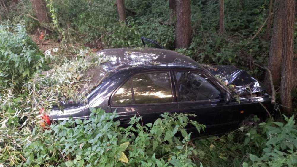 Под Новозыбковом водитель Hyundai врезался в дерево и сломал позвоночник