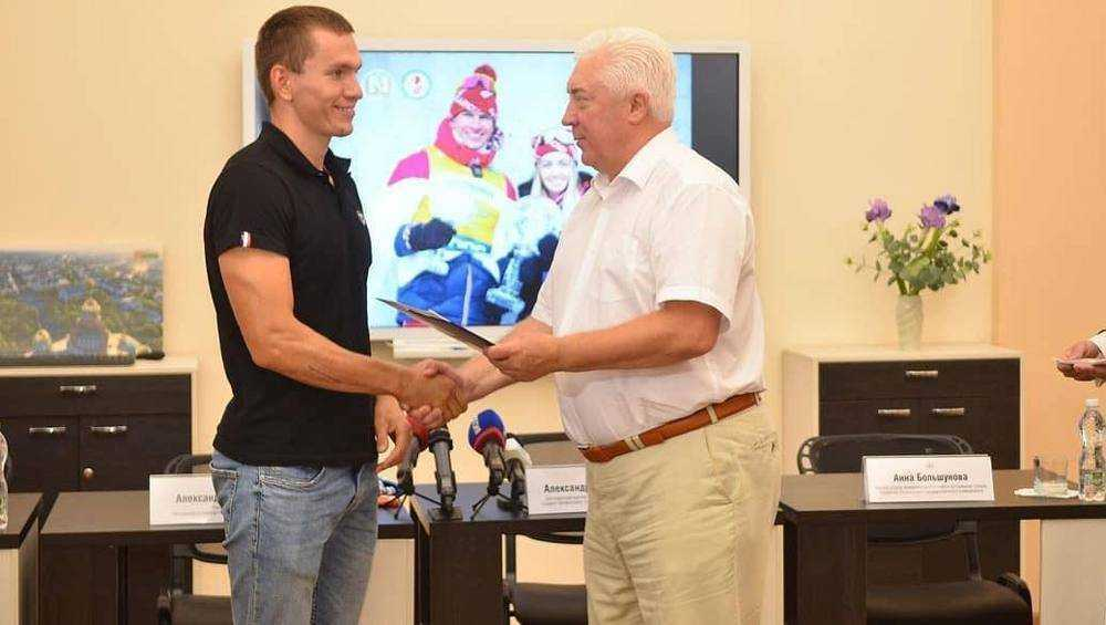 Известный брянский лыжник Александр Большунов вылетел в Италию на сборы