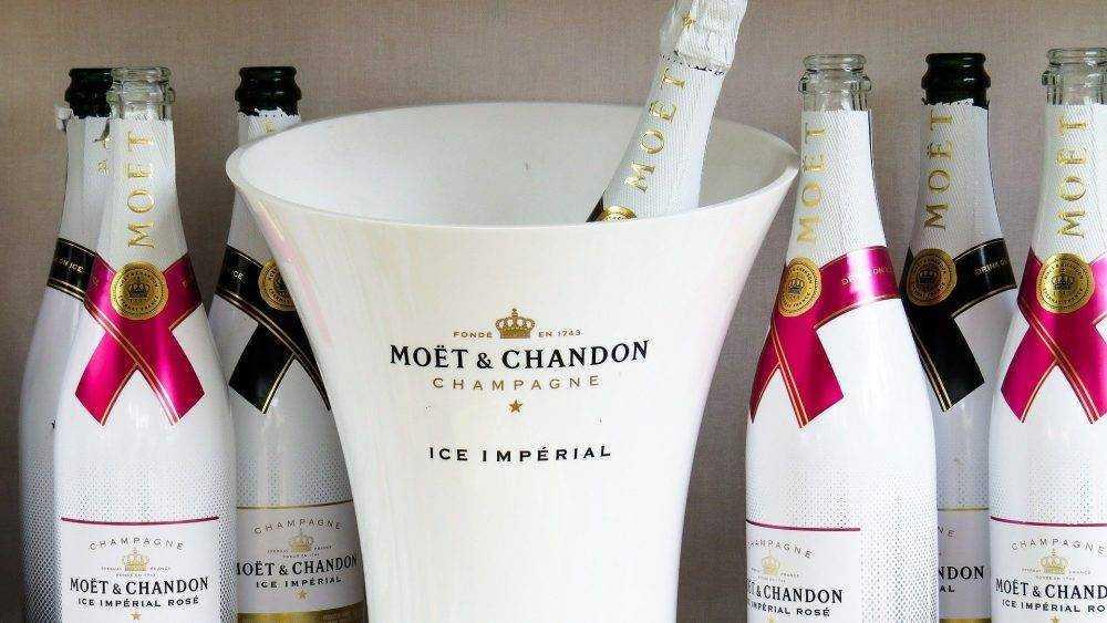 Производитель Moet Hennessy приостановит поставки шампанского в Россию
