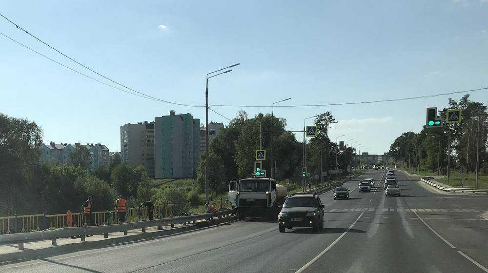 В Брянске укрепили после разрушений дамбу на улице Брянского фронта