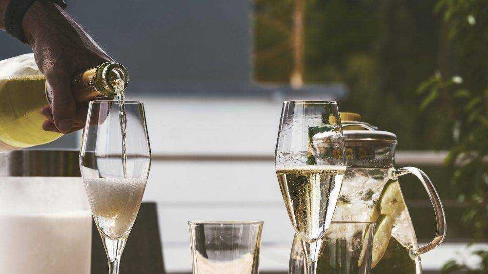 Брянцам предложили «запрещенное» шампанское по цене одной трети прожиточного минимума