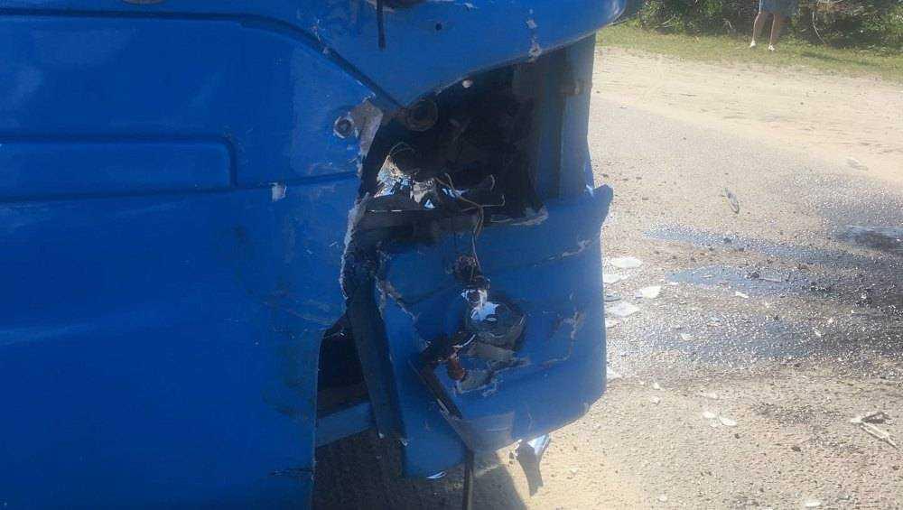 В Радице-Крыловке столкнулись рейсовый автобус и легковушка с цыганами