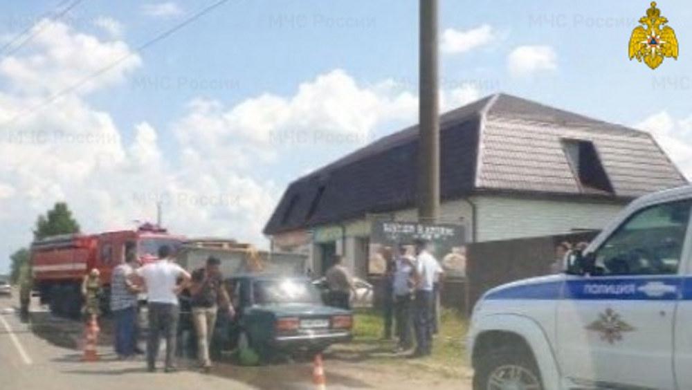 В брянском поселке Верный путь легковушка врезалась в грузовик
