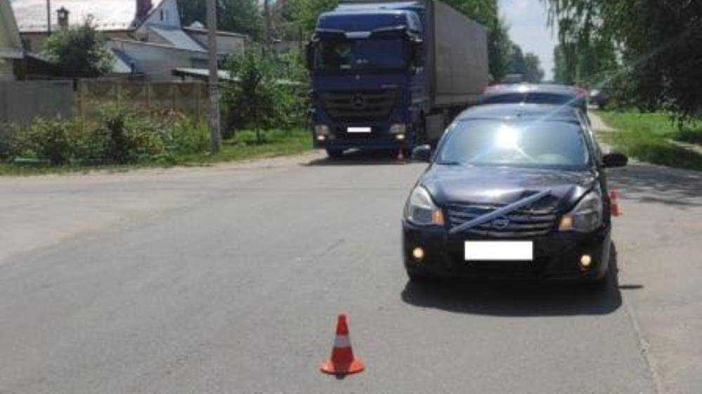 В Брянске автомобиль Nissan покалечил 18-летнего пешехода