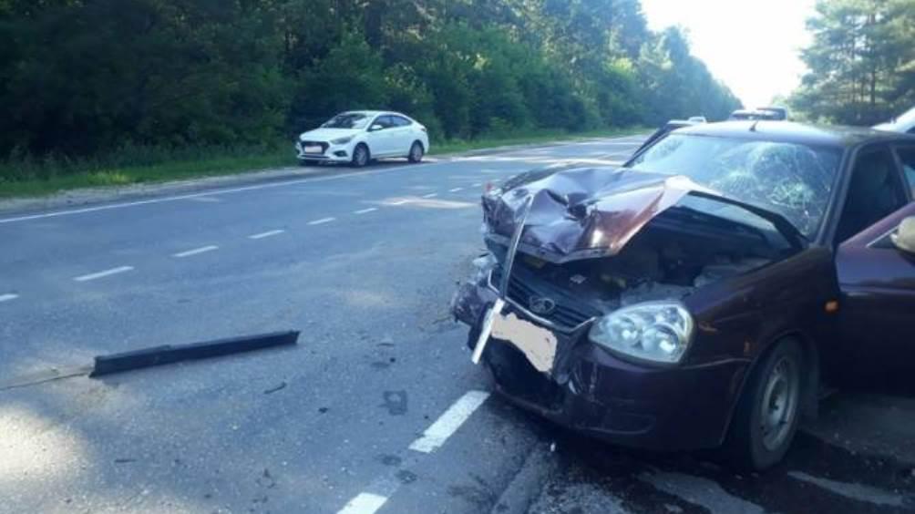 Под Унечей в ДТП с 2 автомобилями пострадали три человека
