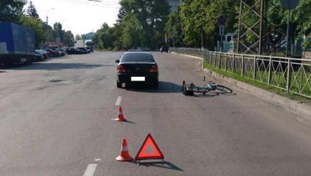 В Брянске водитель легковушки сбил на дороге пенсионера-велосипедиста