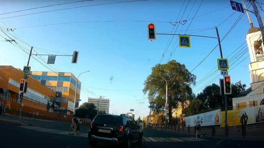 В Брянске водитель кроссовера в одном месте трижды грубо нарушил правила