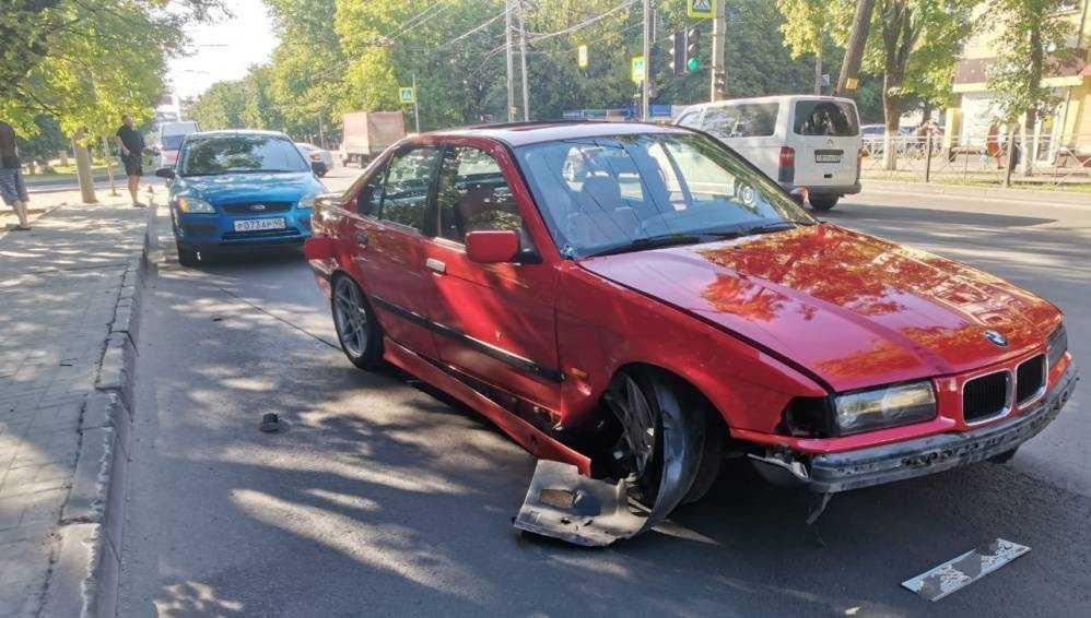 В Брянске автомобиль BMW попал в серьёзное ДТП на улице Ульянова