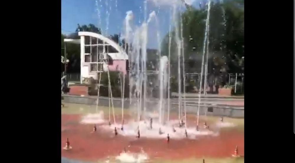 В Брянске в Пролетарском сквере провели пробный запуск нового фонтана
