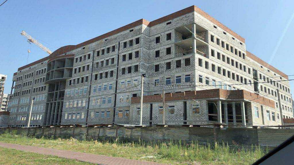 В новом здании Брянского УМВД начали устанавливать оконные стеклопакеты