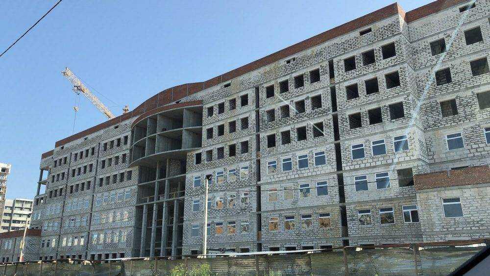 В Брянске начали в новом здании УМВД начали ставить стеклопакеты