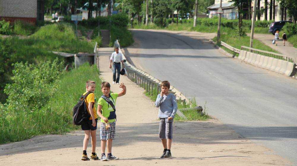 В Брянской области начали оформлять заявления на школьные выплаты