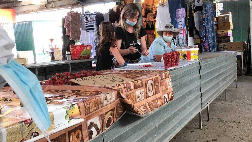В Брянске на рынках ягодное изобилие сопроводили рекордными ценами
