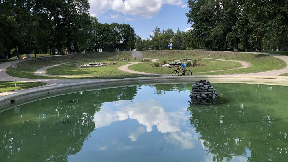 Возрождаемый парк усадьбы Михаила Романова в Локте привлек внимание туристов