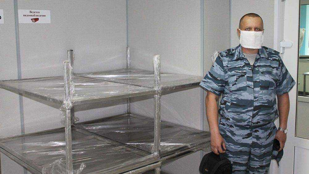 Осужденные ИК-4 изготовили столы для Брянской областной станции переливания крови