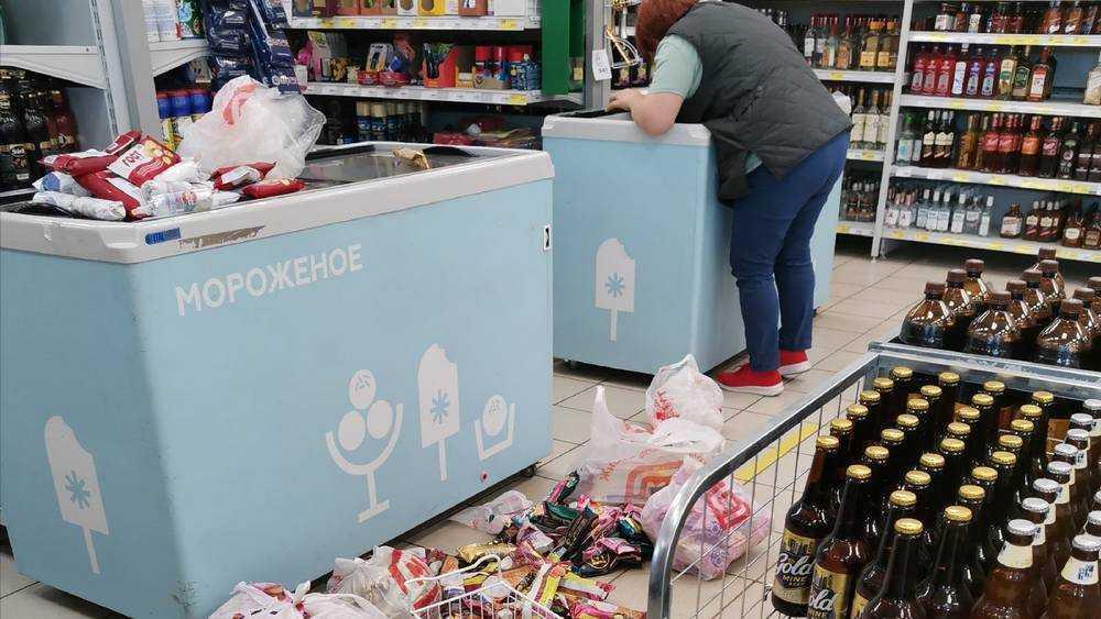 Покупателя возмутило валяющееся в супермаркете на полу мороженое