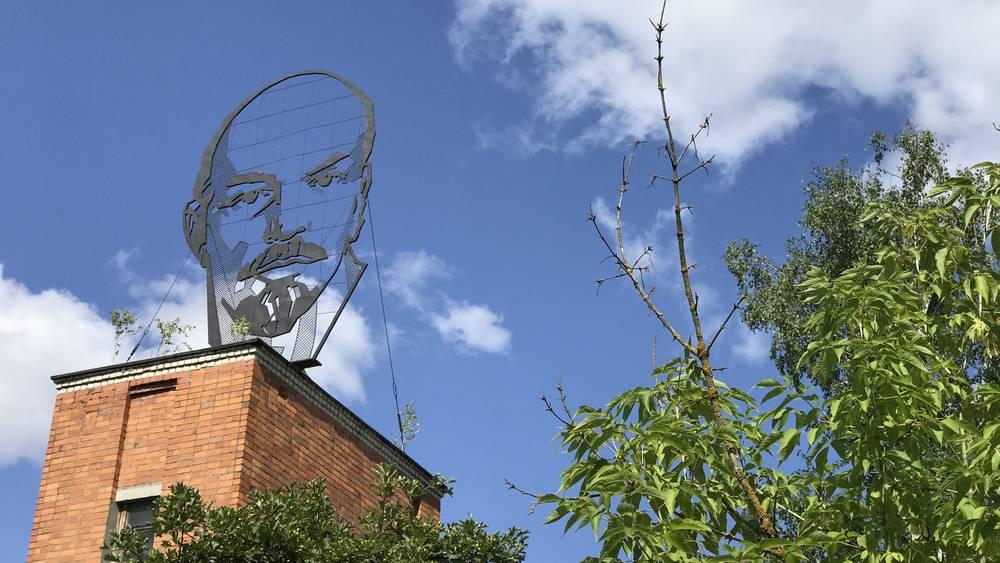 Призрачный портрет Ленина стал символом мучений брянских заводов