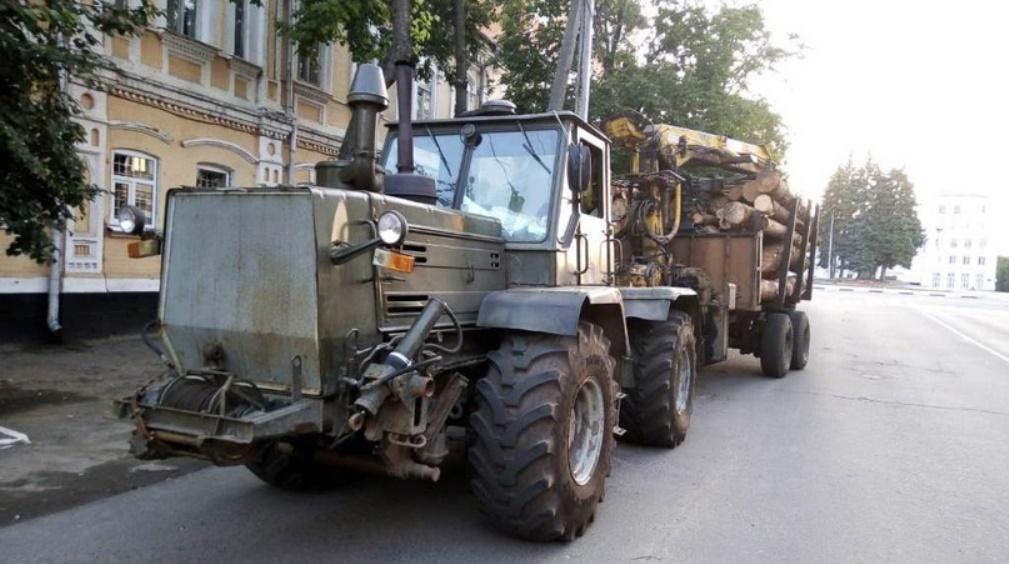 Под Новозыбковом гаишники задержали водителя лесовоза без документов