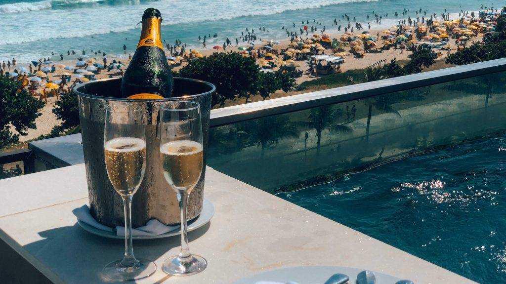 Французское шампанское согласились переименовать для России