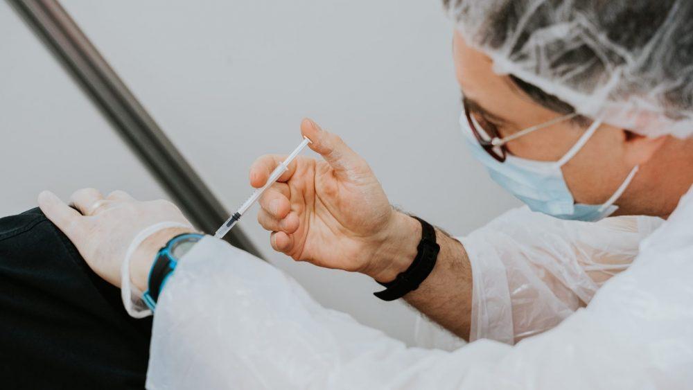 Жители Нью-Йорка будут получать по 100 долларов за прививку от коронавируса