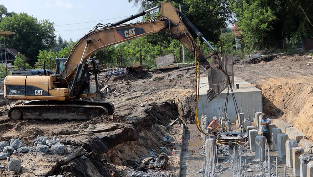 В Брянске забетонировали 6 из 24 ростверков строящегося моста на набережной