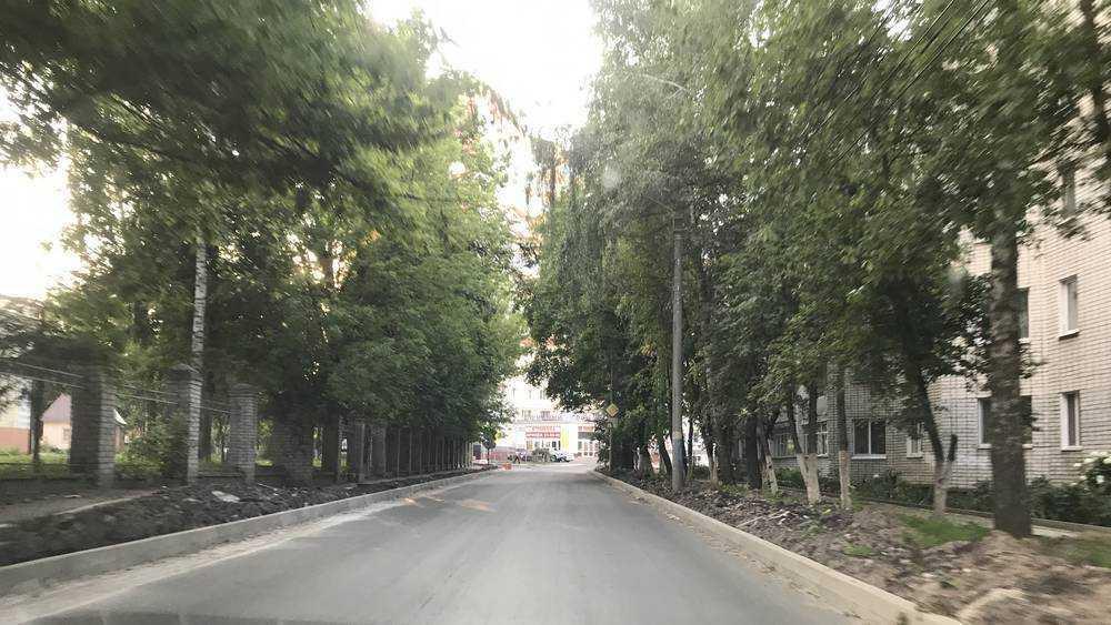 В Брянске на улице Горького завершили ремонт асфальтового покрытия