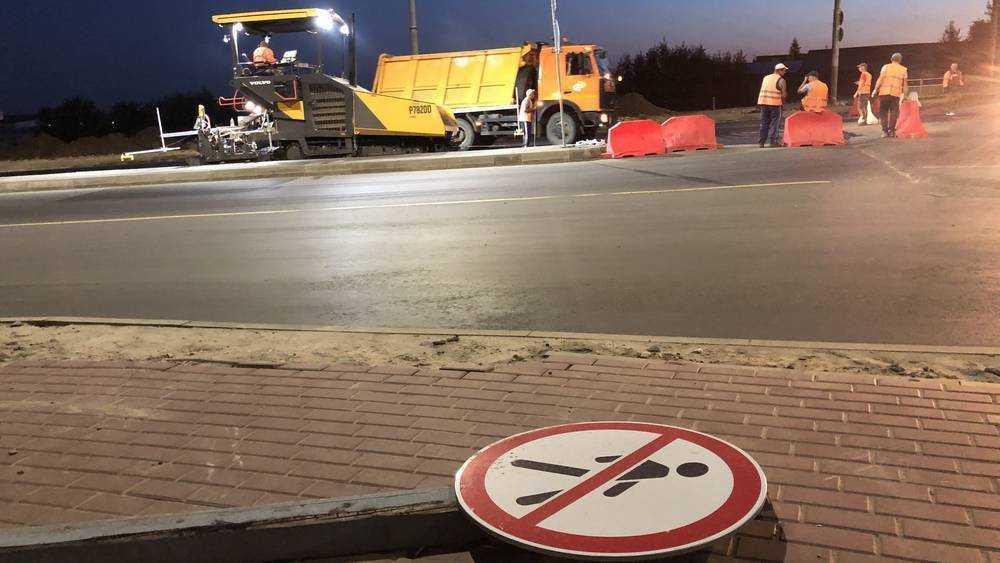 В Брянске на дороге на Объездной улице уложили верхний слой асфальта