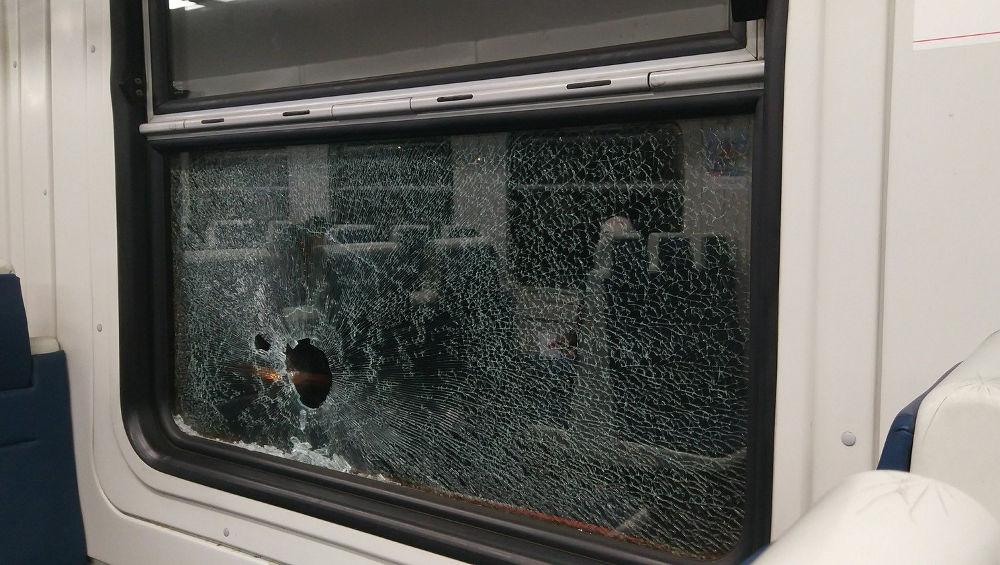 В Брянской области осудят уголовника, разбившего камнем окно в поезде