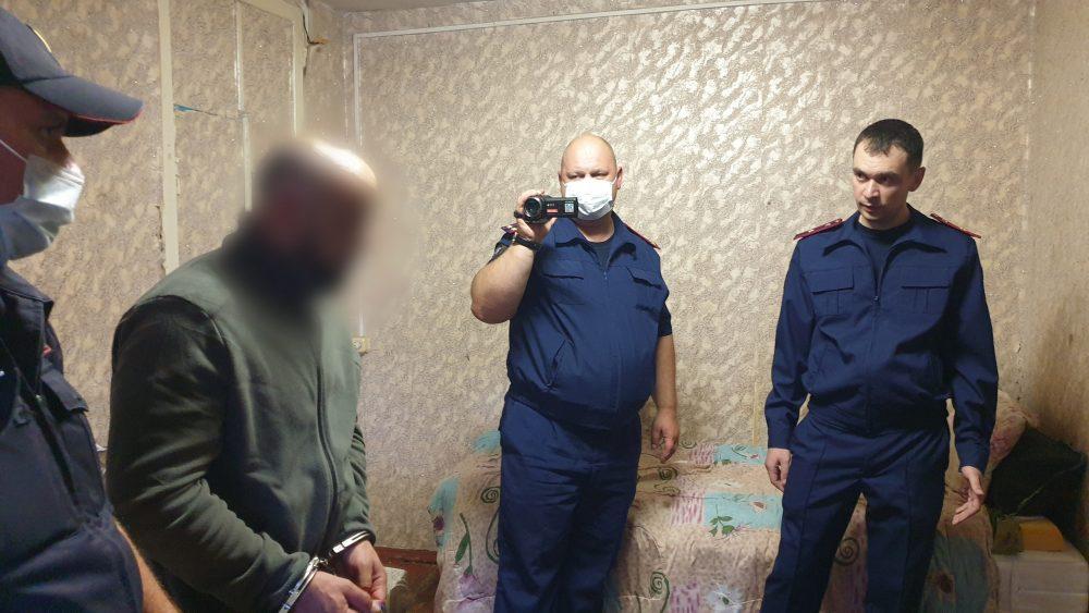 Появилось видео следственных действий с подозреваемыми в убийстве в Брянске