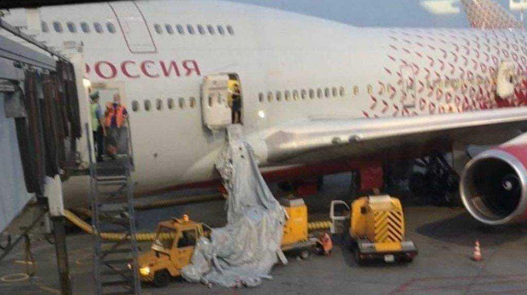 Взбунтовавшиеся пассажиры рейса Москва – Анталья открыли дверь самолета