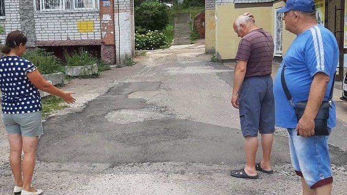 В Брянске депутат назвала примитивный ремонт асфальта удовлетворительным
