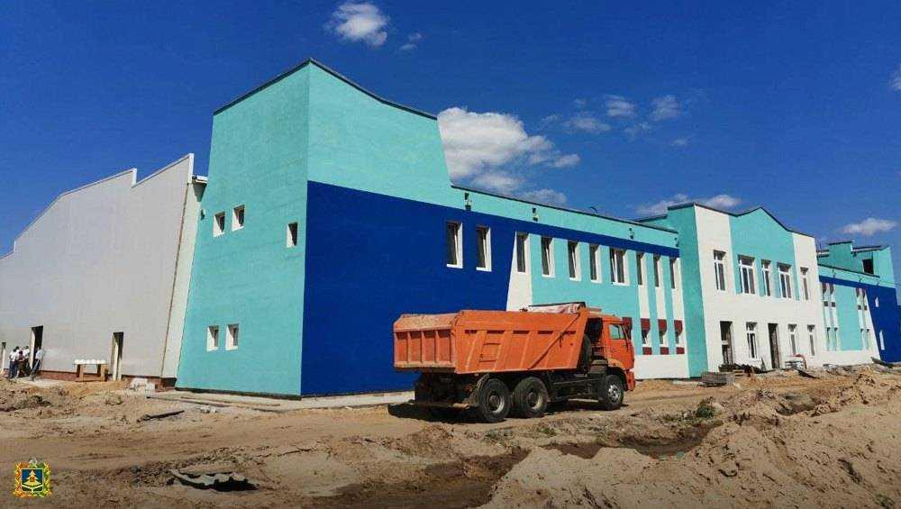 В Почепе в строящемся ледовом дворце на следующей неделе установят корт