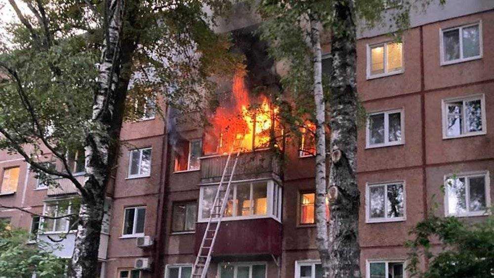 В Брянске очевидцы рассказали о пожаре, при котором погибла женщина