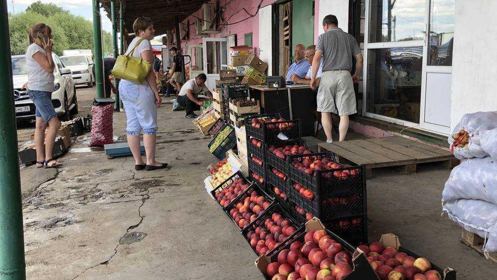В Брянске силовики начали проверку овощного рынка на улице Щукина