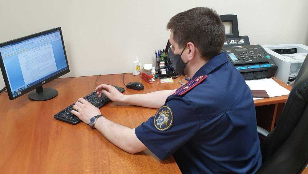 В Брянске полицейского отправили под суд за взятку в полмиллиона рублей