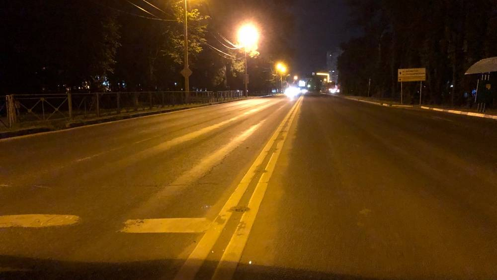 В Брянске на Смоленском шоссе срезали новые сигнальные столбики