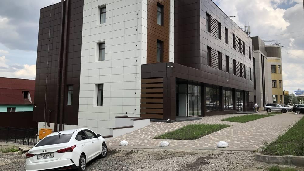 В Брянске на улице Грибоедова на склоне Судка построили еще одно офисное здание