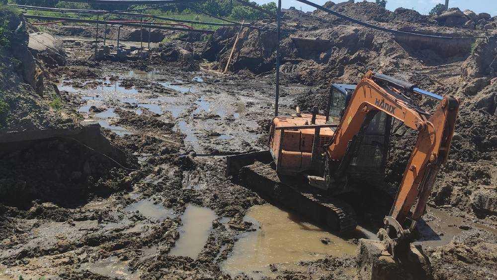 Брянского губернатора попросили разобраться с ремонтом дамбы в Климове