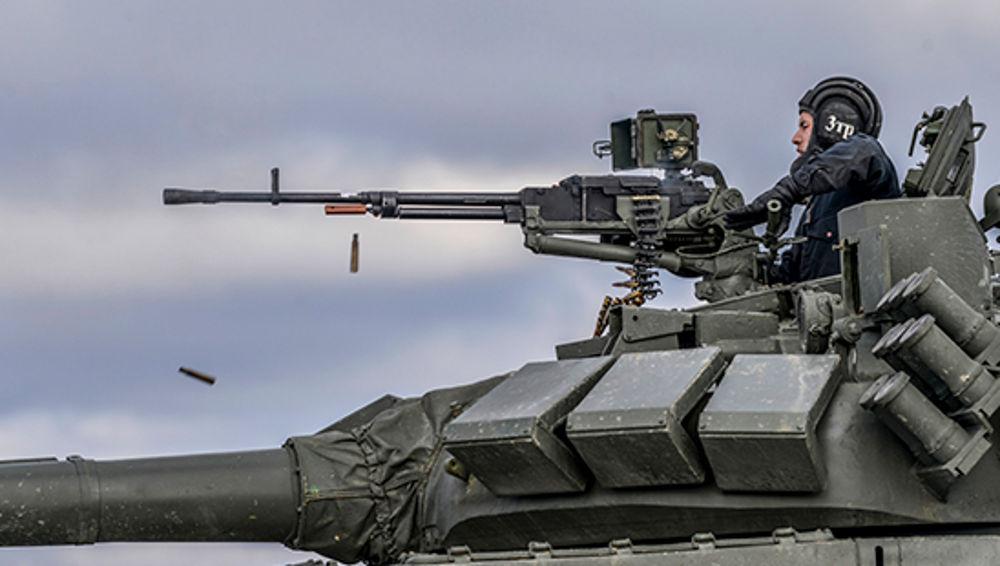 В Брянской области танкисты отработали уничтожение беспилотников врага