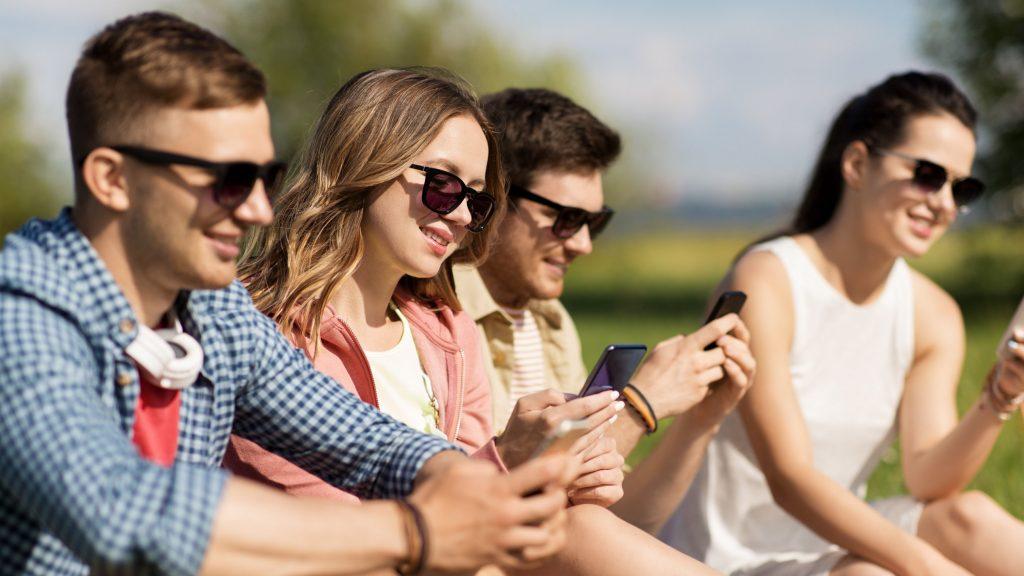 Количество старшеклассников с собственными SIM-картами Tele2 в Брянске за год увеличилось более чем в полтора раза