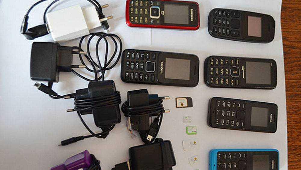 Сотрудники клинцовской колонии пресекли попытку перебросить зекам телефоны