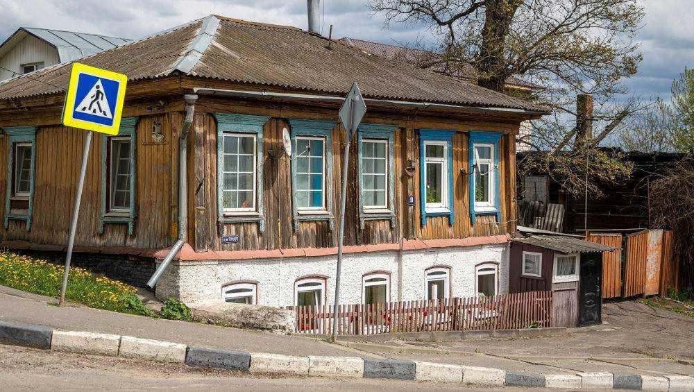 Брянские Томы Сойеры отремонтируют старинный дом на улице Горького