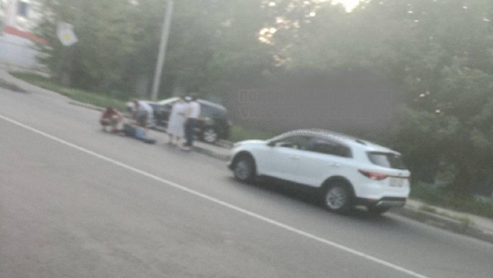 В Брянске возле БГИТУ автомобиль сбил вечером пешехода
