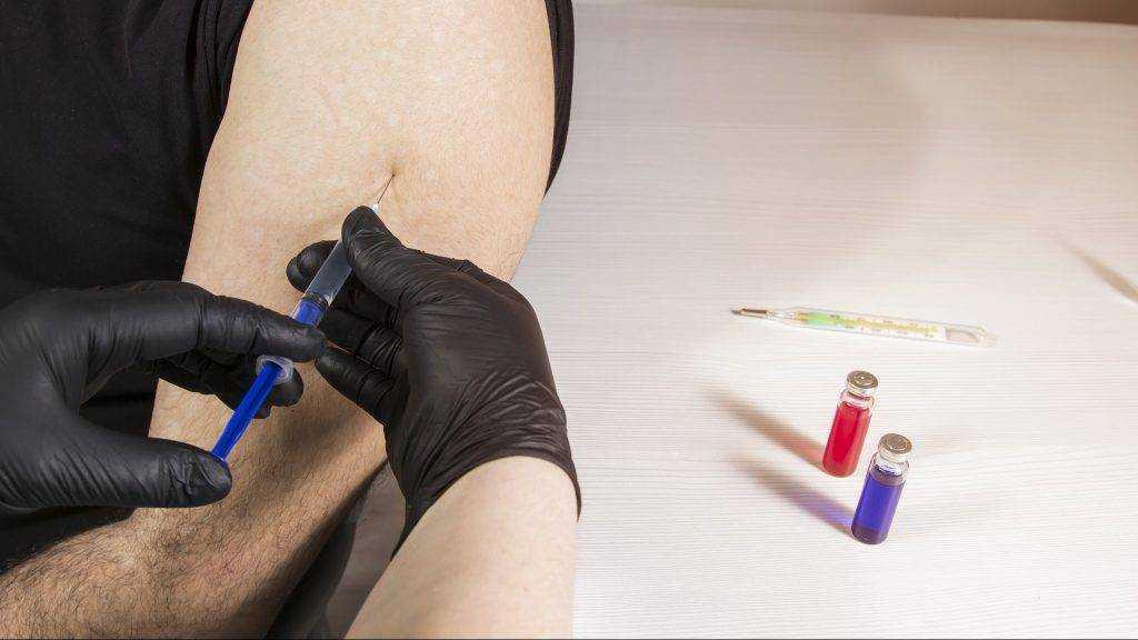 Министр Мурашко рассказал, кому можно не делать прививку от коронавируса