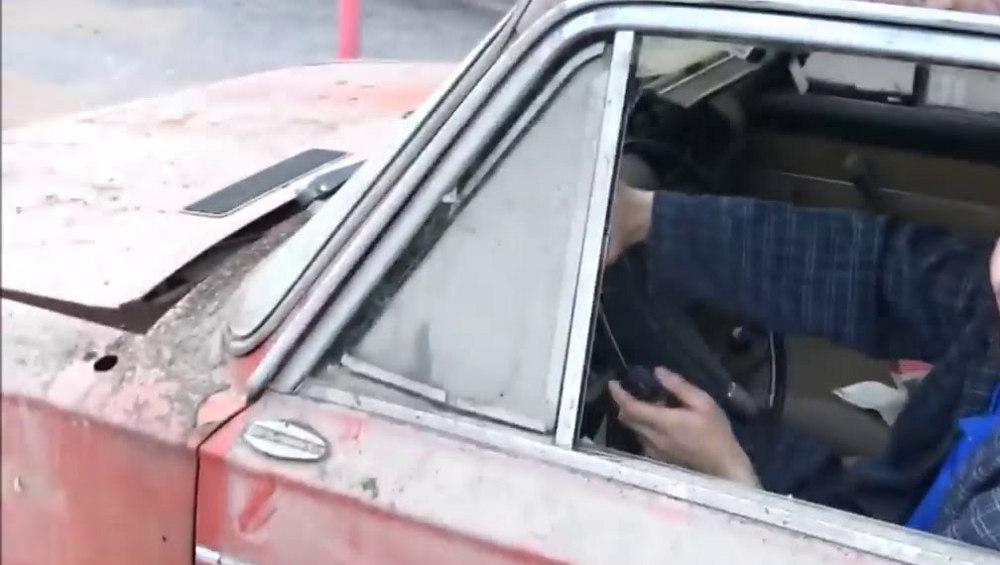 В Брянске парень угнал у пенсионерки ВАЗ-2106 и бросил его на дороге