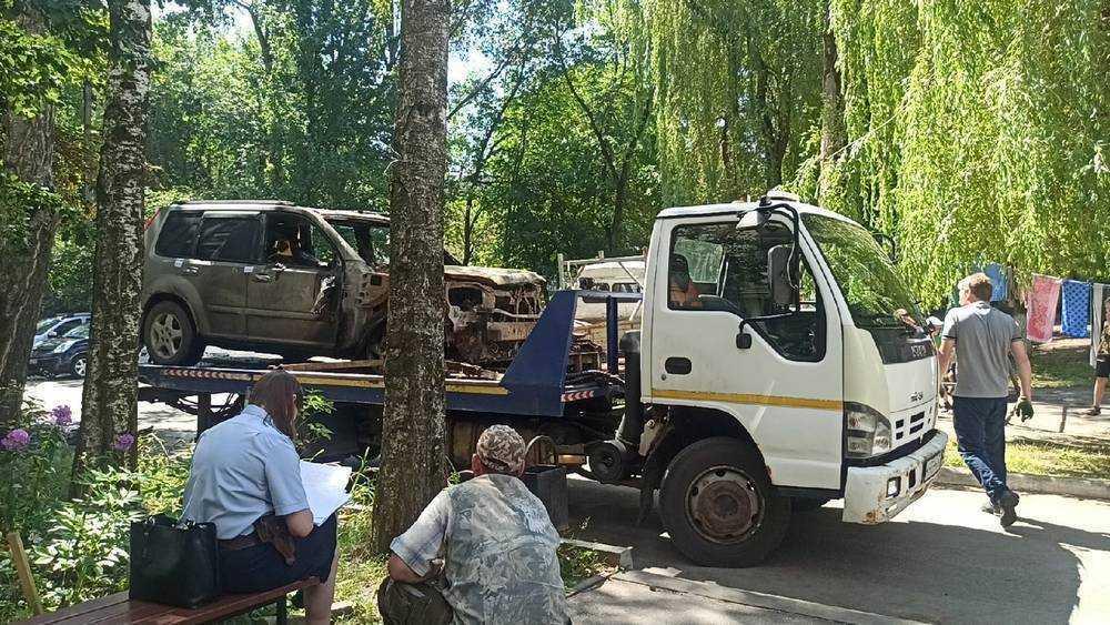 В 10-м микрорайоне Брянска ночью сгорел автомобиль